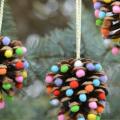 Pom Pom Pinecone Christmas Garland!