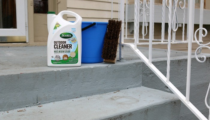 Cleaning the Front Porch with Scott's Outdoor Cleaner