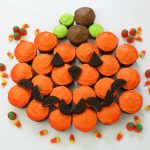 PUMPKIN PULL-APART CUPCAKES -- Fun and EASY Halloween Cupcakes